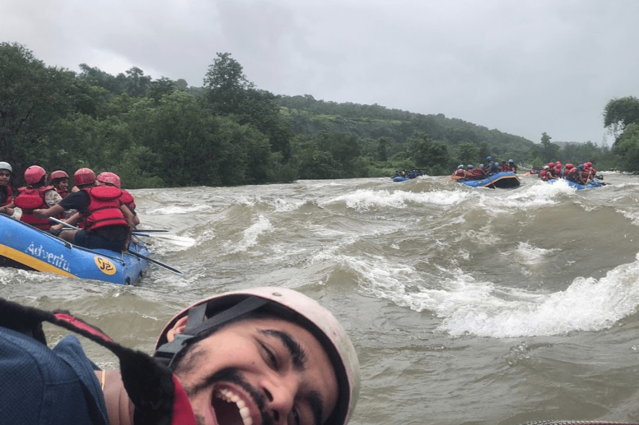 Group of people enjoying Kolad river rafting activity